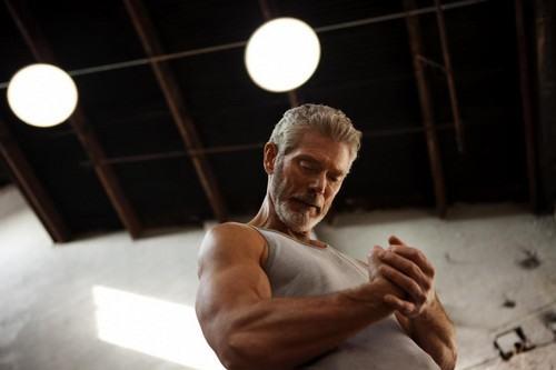"Sao ""Avatar"" gây sốt khi khoe cơ bắp ở tuổi 64 - 3"