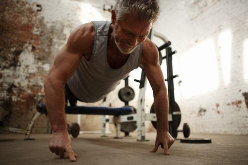 "Sao ""Avatar"" gây sốt khi khoe cơ bắp ở tuổi 64 - 7"