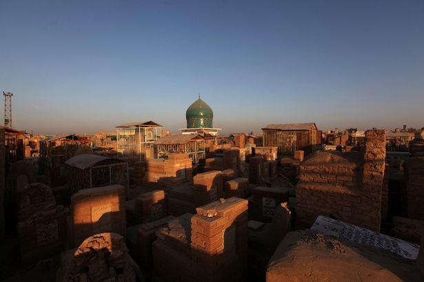 Nghĩa trang lớn nhất thế giới sắp hết chỗ vì IS - 5