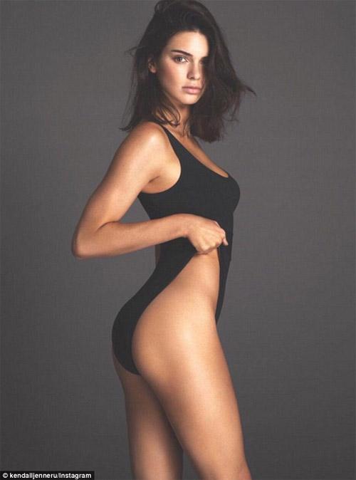 """Lộ ảnh quá """"nóng"""" của Kendall Jenner bị cắt khỏi Vogue - 1"""