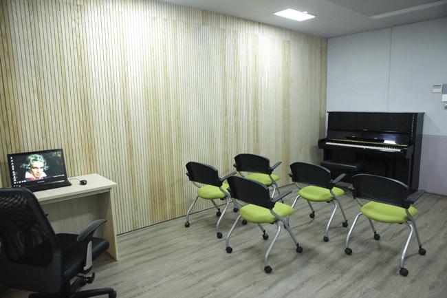 """Ghé phòng âm nhạc của sinh viên """"khủng"""" nhất Việt Nam - 6"""