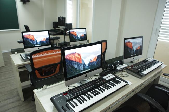 """Ghé phòng âm nhạc của sinh viên """"khủng"""" nhất Việt Nam - 9"""