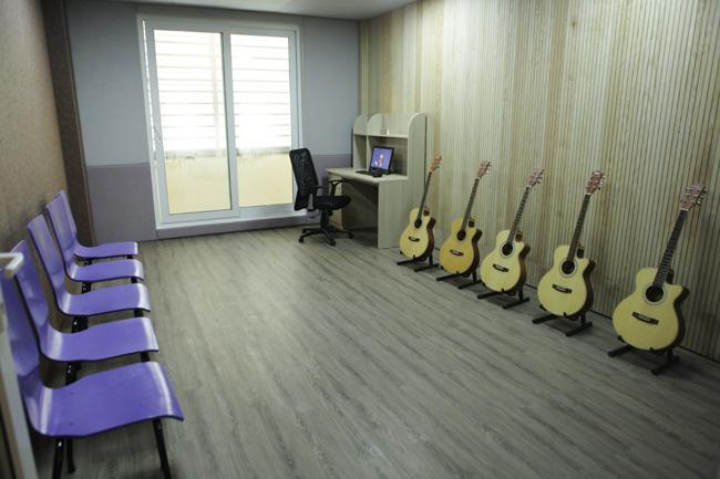 """Ghé phòng âm nhạc của sinh viên """"khủng"""" nhất Việt Nam - 10"""
