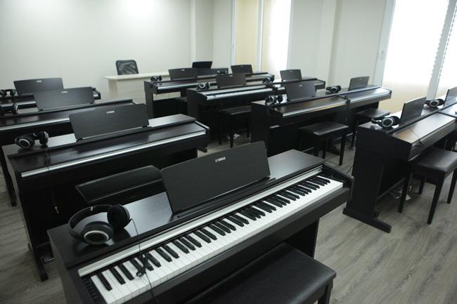 """Ghé phòng âm nhạc của sinh viên """"khủng"""" nhất Việt Nam - 11"""