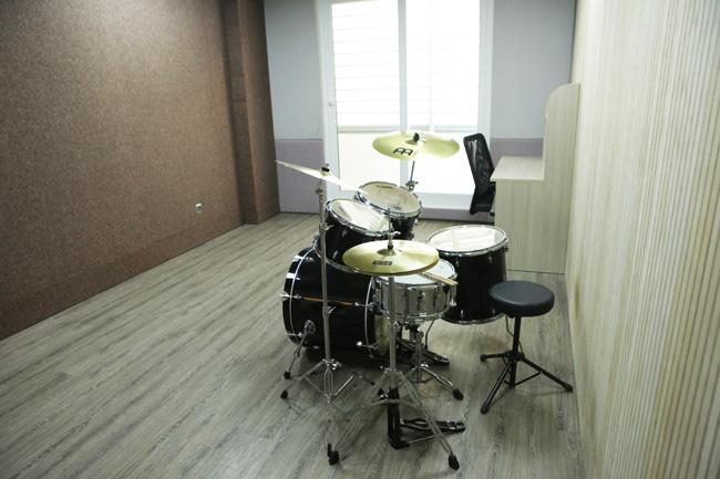"""Ghé phòng âm nhạc của sinh viên """"khủng"""" nhất Việt Nam - 14"""