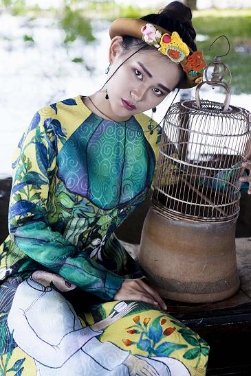 Thiếu nữ Việt e ấp trong tà áo dài cách tân - 2