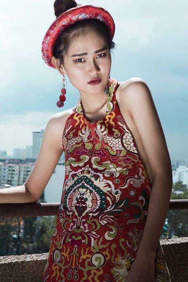 Thiếu nữ Việt e ấp trong tà áo dài cách tân - 4