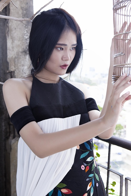 Thiếu nữ Việt e ấp trong tà áo dài cách tân - 7