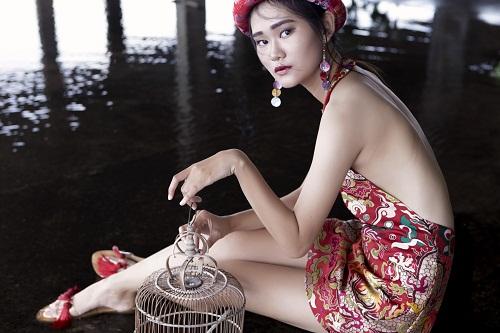 Thiếu nữ Việt e ấp trong tà áo dài cách tân - 6