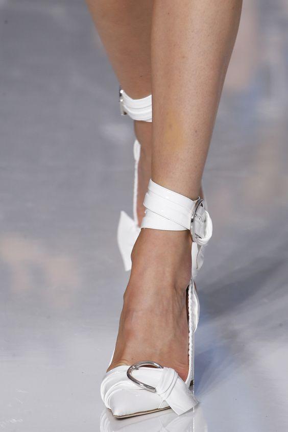 15 đôi giày đẹp như mơ khiến mọi cô gái muốn sở hữu - 3