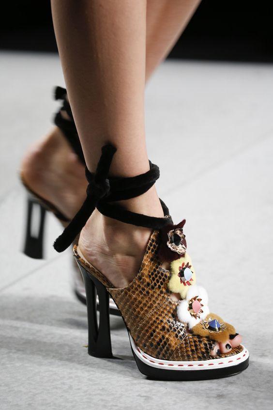 15 đôi giày đẹp như mơ khiến mọi cô gái muốn sở hữu - 8