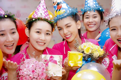 Tiệc sinh nhật bí mật trước thềm chung kết Hoa hậu VN - 2