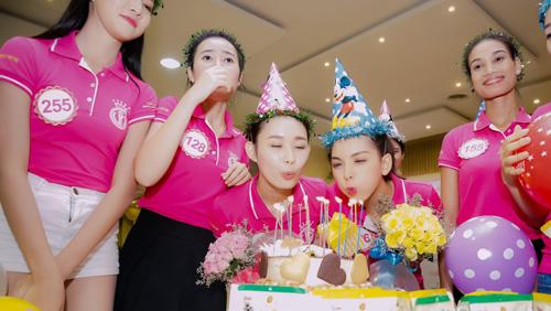 Tiệc sinh nhật bí mật trước thềm chung kết Hoa hậu VN - 3