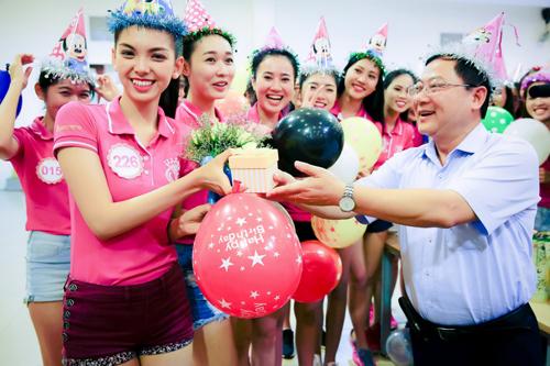 Tiệc sinh nhật bí mật trước thềm chung kết Hoa hậu VN - 1