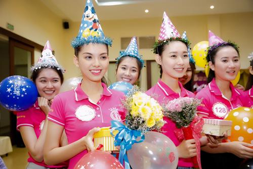 Tiệc sinh nhật bí mật trước thềm chung kết Hoa hậu VN - 5