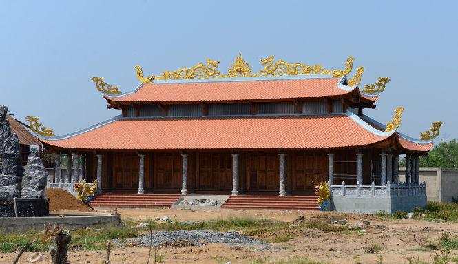 Khác biệt giữa nhà riêng và nhà thờ Tổ của Hoài Linh - 4