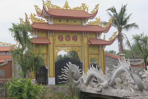 Khác biệt giữa nhà riêng và nhà thờ Tổ của Hoài Linh - 3