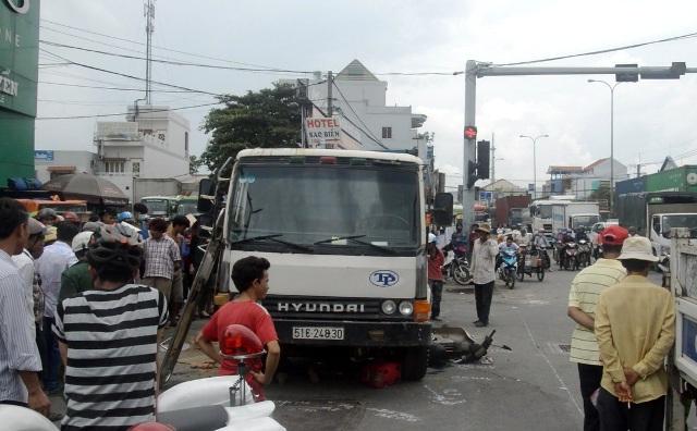 Vừa đặt chân tới Sài Gòn, người phụ nữ bị xe ben cán chết - 1