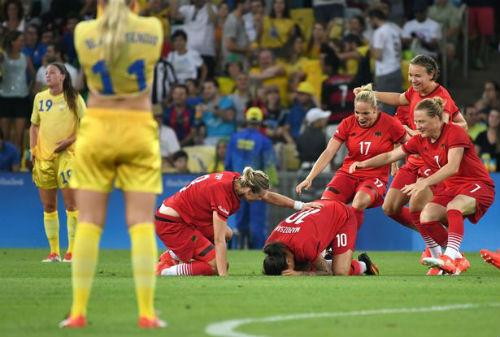 2016: Mùa hè lịch sử của Leicester, Ronaldo và Neymar - 4