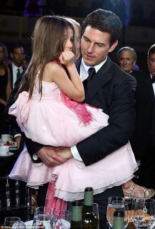 Cuộc sống trái ngược của con gái Beckham và Tom Cruise - 3