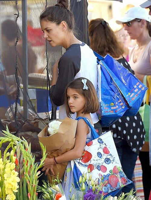 Cuộc sống trái ngược của con gái Beckham và Tom Cruise - 4