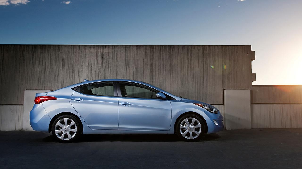 Hyundai Elantra 2013 thu hồi do lỗi đèn phanh - 1