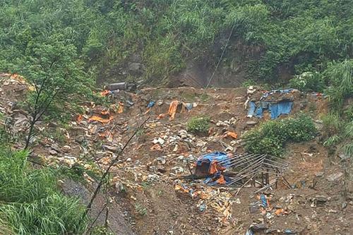 """Sập hầm vàng ở Lào Cai: Nhức nhối """"vàng tặc"""" - 1"""