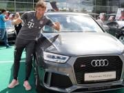 """""""Dàn sao"""" Bayern Munich hào hứng nhận xế khủng từ Audi"""