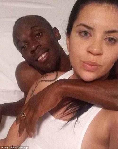 """Usain Bolt """"nếm của lạ"""", bạn gái nóng bỏng ra tay - 1"""