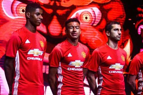 MU có 2 đội hình: Cơn đau đầu dễ chịu của Mourinho - 3