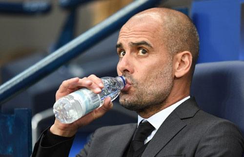 Fan làm Joe Hart rơi lệ, Guardiola vẫn quyết dứt tình - 2