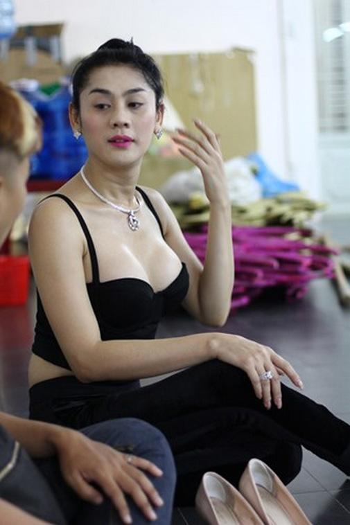 Bỏng mắt ngắm Hương Giang, Lâm Chi Khanh tập gym - 9