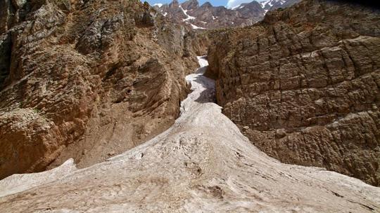 Kỳ diệu sông băng trong sa mạc Iran - 1