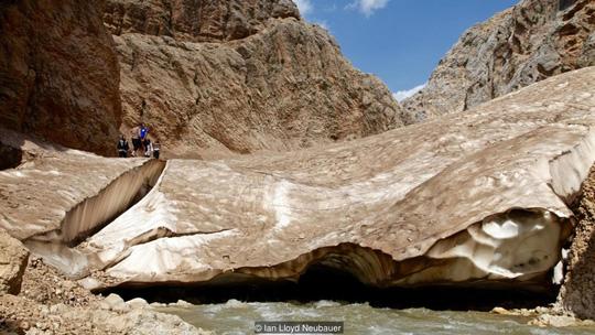 Kỳ diệu sông băng trong sa mạc Iran - 8