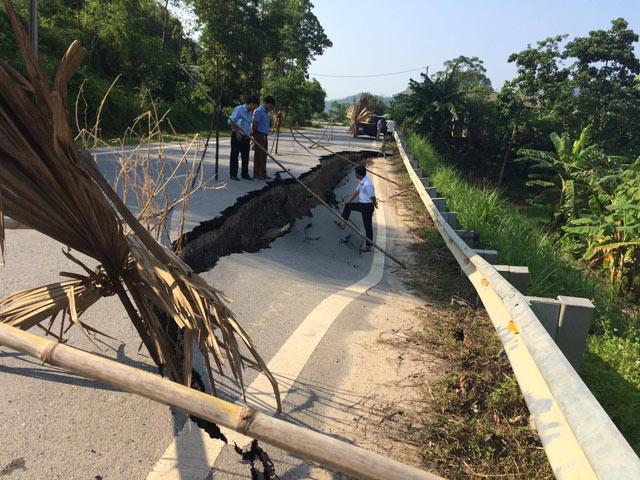 Yên Bái: Xuất hiện vết nứt khổng lồ trên quốc lộ - 1