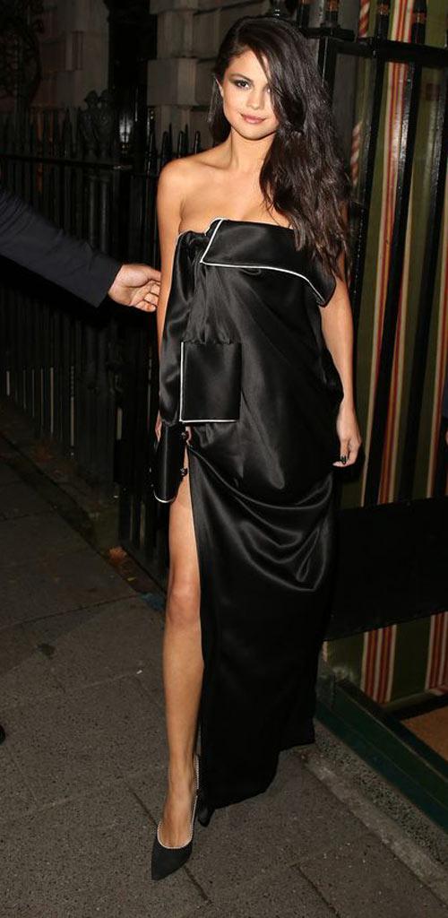 Selena Gomez mặc váy ngủ đi dự sự kiện - 4