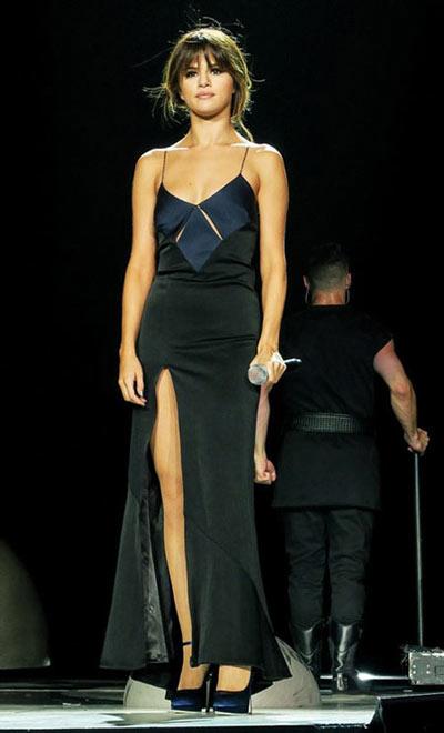 Selena Gomez mặc váy ngủ đi dự sự kiện - 7