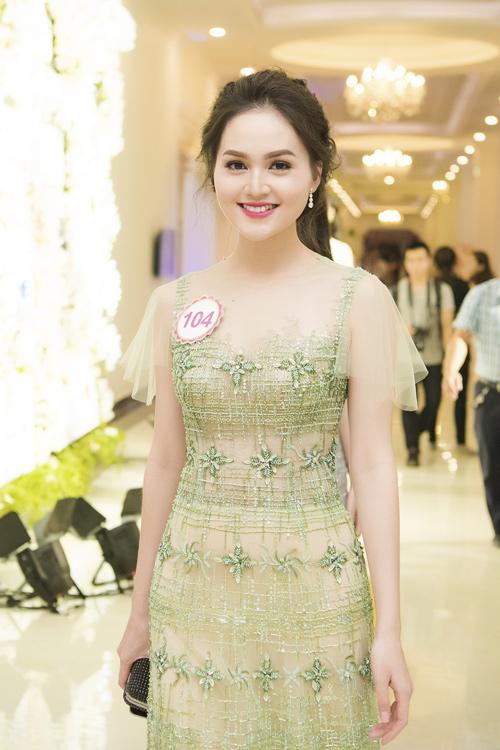 Nhan sắc kiều diễm của thí sinh Hoa hậu VN ở dạ tiệc - 1