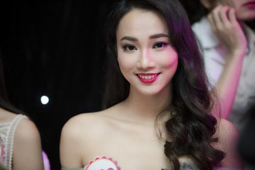 Nhan sắc kiều diễm của thí sinh Hoa hậu VN ở dạ tiệc - 13