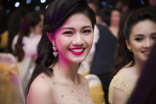 Nhan sắc kiều diễm của thí sinh Hoa hậu VN ở dạ tiệc - 9