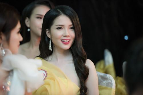 Nhan sắc kiều diễm của thí sinh Hoa hậu VN ở dạ tiệc - 7