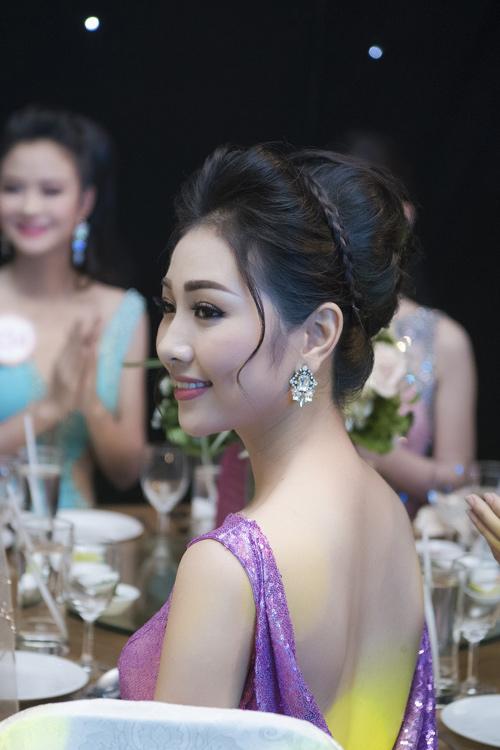 Nhan sắc kiều diễm của thí sinh Hoa hậu VN ở dạ tiệc - 8