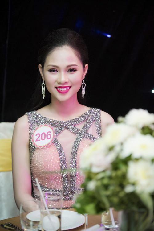 Nhan sắc kiều diễm của thí sinh Hoa hậu VN ở dạ tiệc - 14