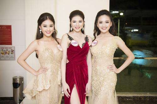 Nhan sắc kiều diễm của thí sinh Hoa hậu VN ở dạ tiệc - 15