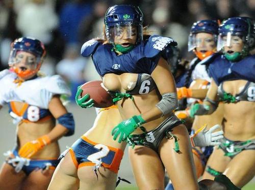 """Vận động viên thể thao """"tẽn tò"""" vì rách toạc váy áo - 10"""