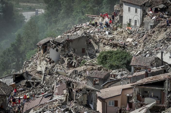 247 người chết vì động đất kinh hoàng ở Ý - 2