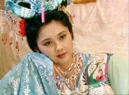 """Nhan sắc 30 năm không đổi của """"nữ vương Tây Lương"""" - 1"""