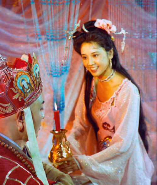 """Nhan sắc 30 năm không đổi của """"nữ vương Tây Lương"""" - 5"""