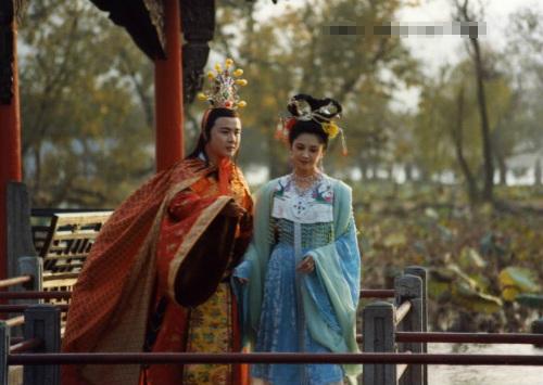 """Nhan sắc 30 năm không đổi của """"nữ vương Tây Lương"""" - 10"""