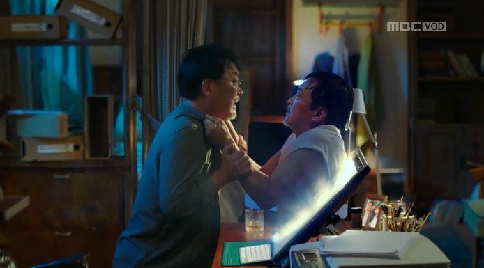 """Phim """"W: Hai thế giới"""" mặc chỉ trích vẫn hot nhất - 2"""
